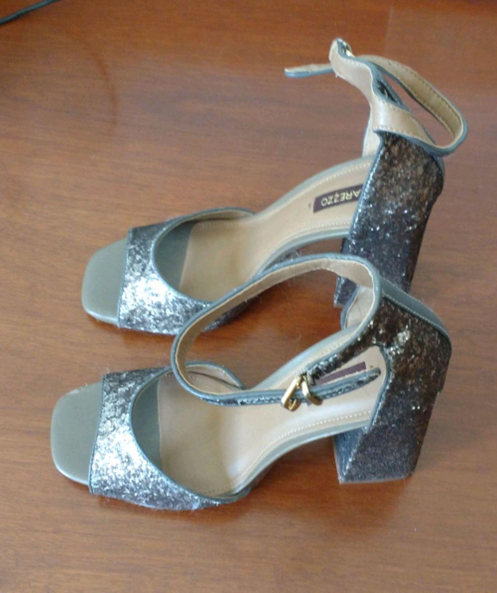 559985cf1 sandália glamour - sandálias arezzo.  Czm6ly9wag90b3muzw5qb2vplmnvbs5ici9wcm9kdwn0cy81mdewnzuylzjjnmrlzjvlnmuxzmnjzwmynjg3mta2ntvhzti0njgxlmpwzw