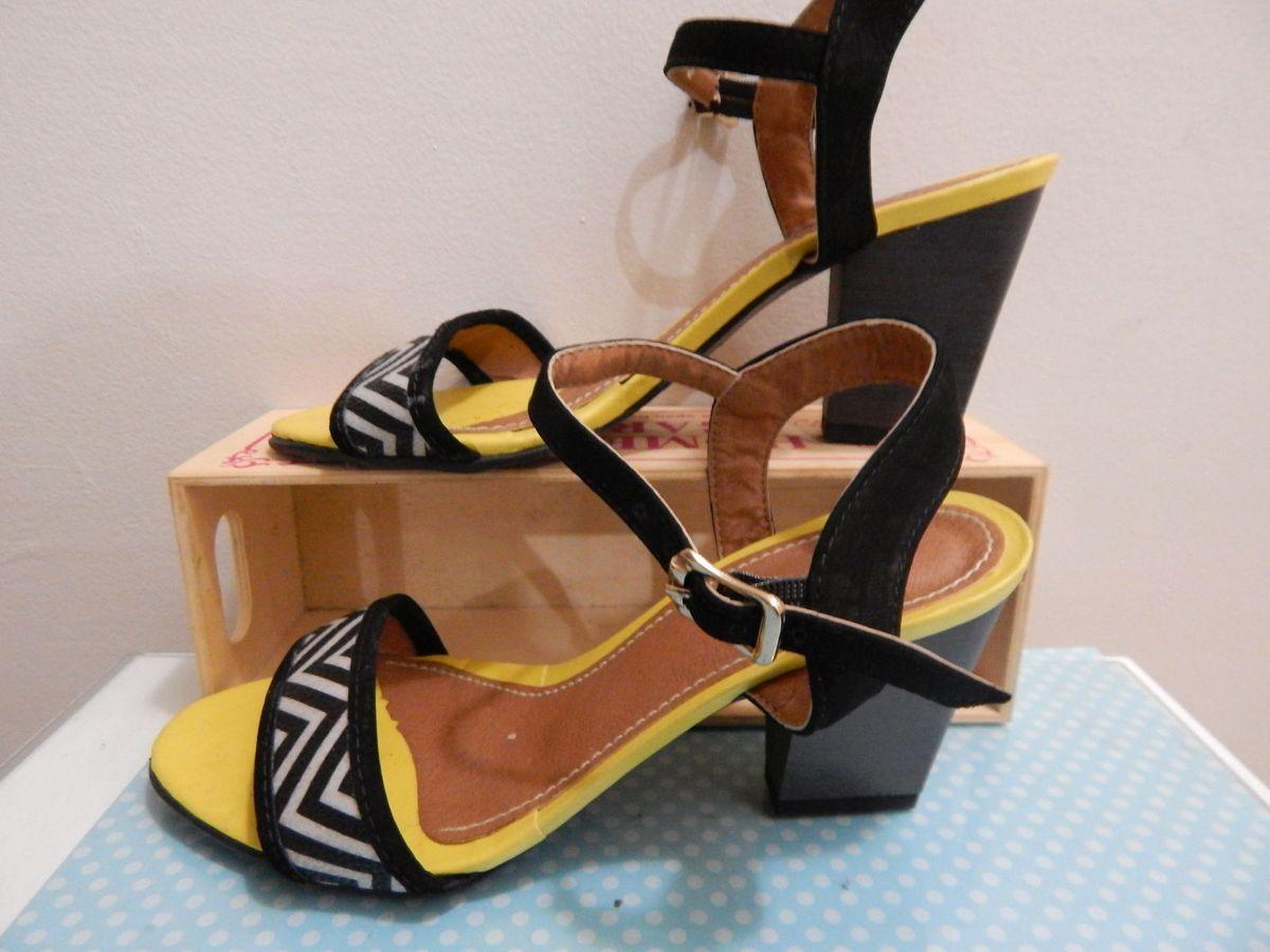 699e522c48 sandália meio salto zebra yellow - sandálias miranville