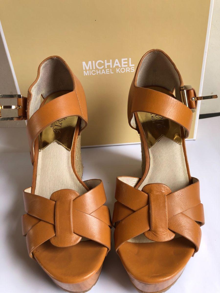 510a9f1f1 sandalia michael kors coleção de jet set 6 - sandálias michael kors