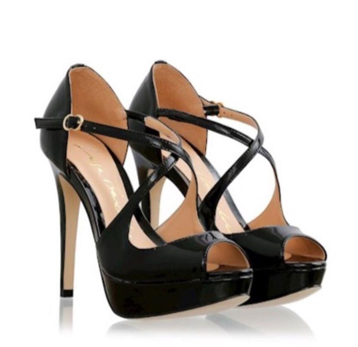19993cc25 linda sandalia peep toe preta luiza barcelos preta verniz salto alto fino  plataforma - sandálias luiza