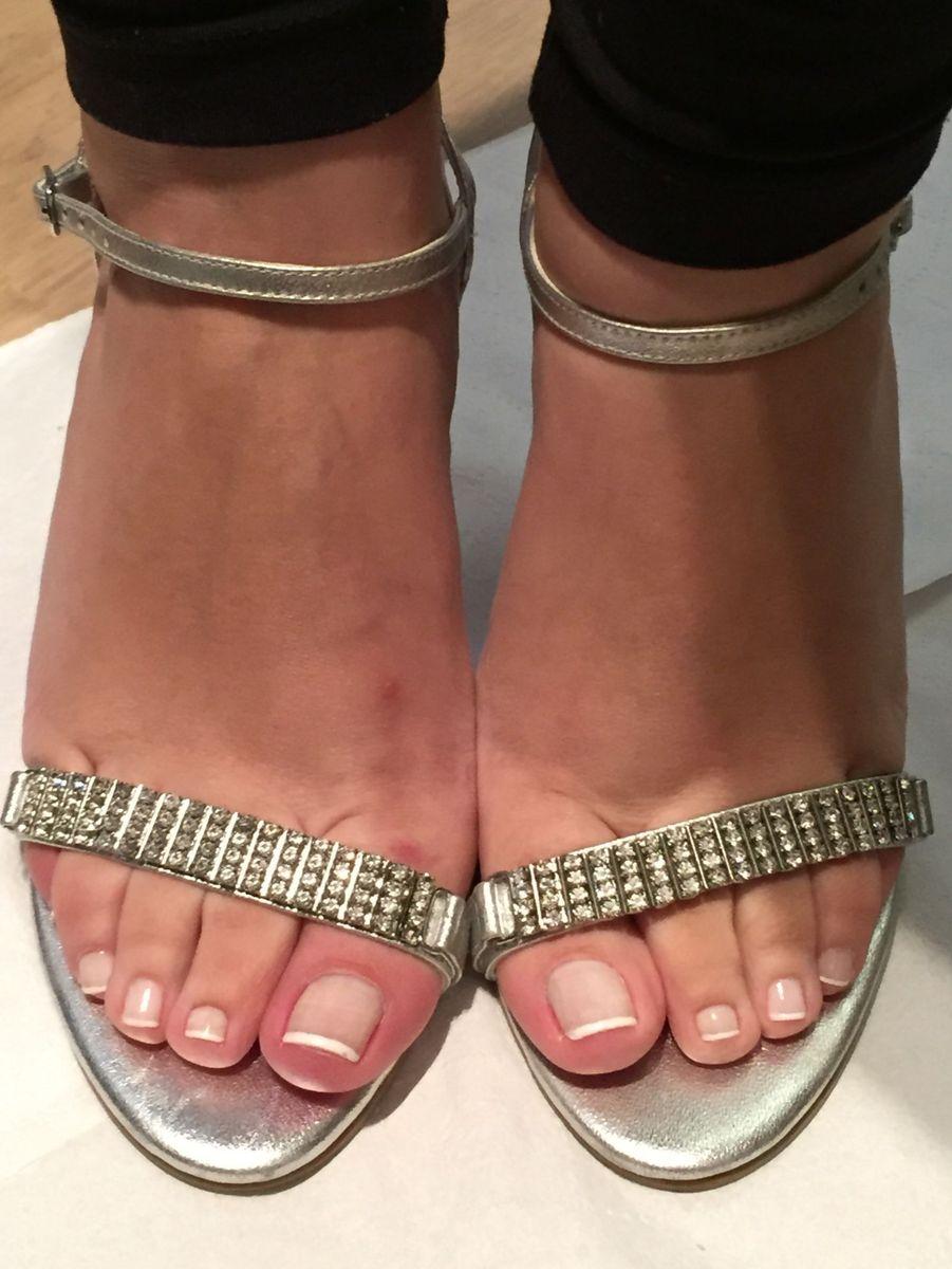 9ea4788be ... prata com strass zutti - sandálias zutti.  Czm6ly9wag90b3muzw5qb2vplmnvbs5ici9wcm9kdwn0cy80nzqxotqyl2jlzjziymyxyjbjztgyodzkywe0oge2m2rkmdqwywzhlmpwzw