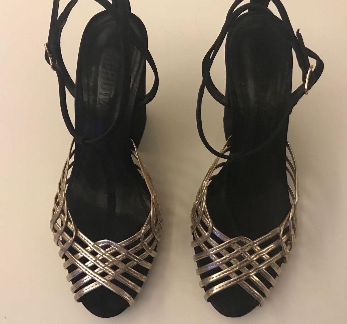 sandalia preta e dourada camurça schutz - sandálias schutz