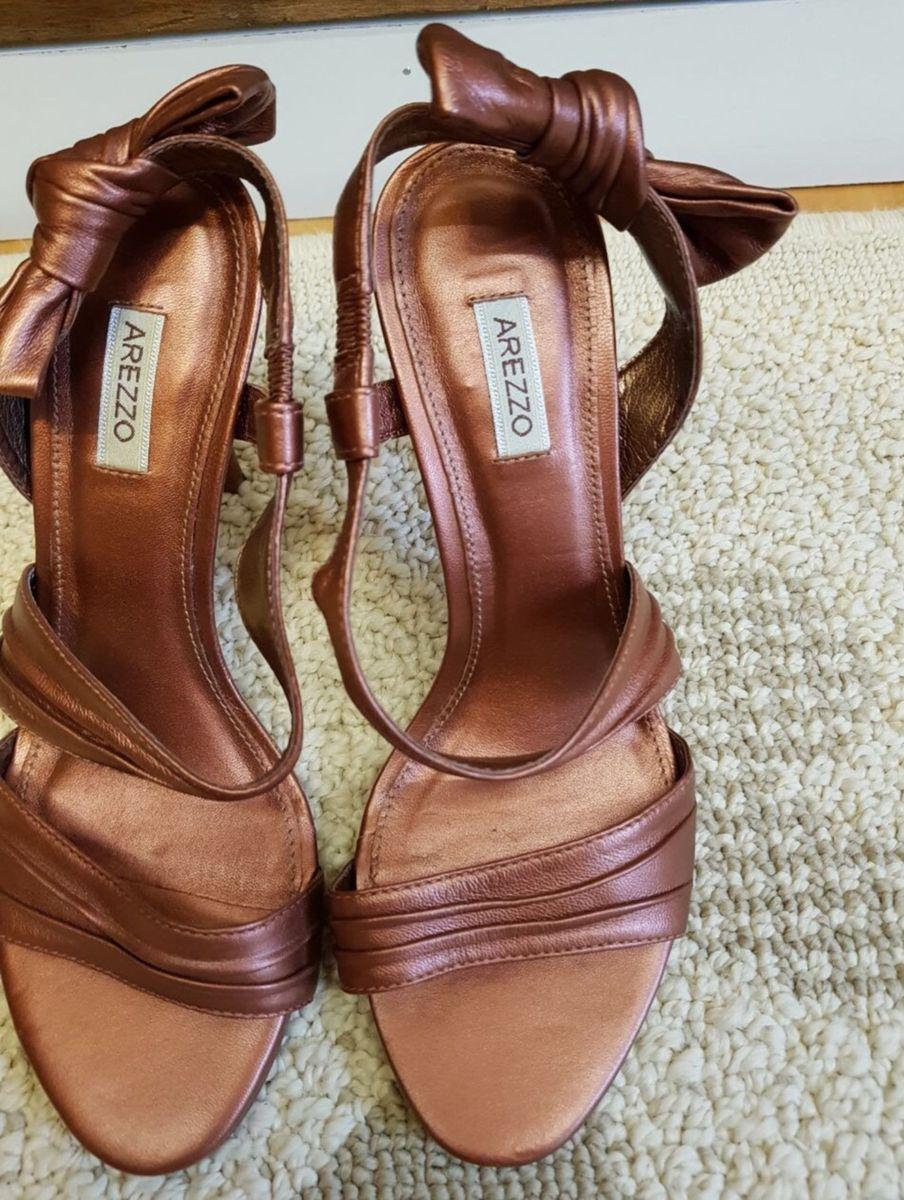 983b1e4a2 sandália sem uso arezzo - sandálias arezzo.  Czm6ly9wag90b3muzw5qb2vplmnvbs5ici9wcm9kdwn0cy81nde4ntg0lzc5ogq2ngy2zjllyjc2otg5mwm3n2m1zmqxy2vkmtgylmpwzw