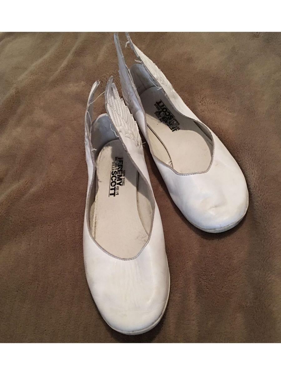 519c7d4107 sapatilha com asas - tênis adidas.  Czm6ly9wag90b3muzw5qb2vplmnvbs5ici9wcm9kdwn0cy80mti2ny9knge3zwzhyzu4y2jjztrmnmq0mgi5ytqwywzinjk2ns5qcgc