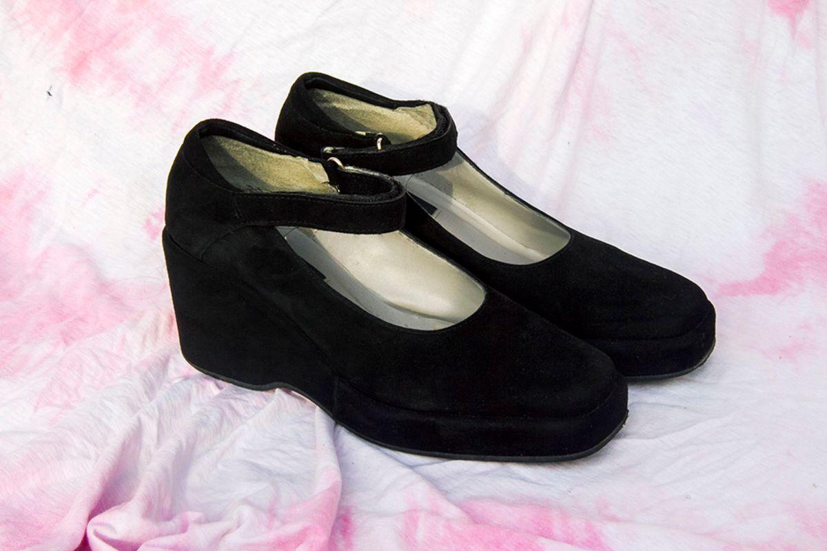 de0d95b9fa Sapato Boneca Gótica Vintage Moderna   Sapato Feminino Usado ...