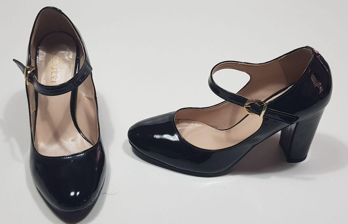 d5c5ec3968 sapato boneca preto de verniz salto grosso bico redondo - sapatos zutti