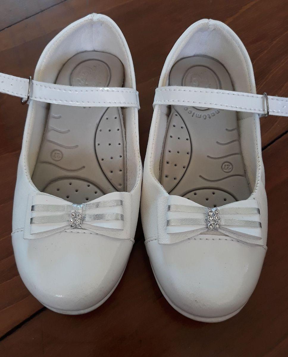 e89ae7609 sapato branco festa - menina pezinho de cereja.  Czm6ly9wag90b3muzw5qb2vplmnvbs5ici9wcm9kdwn0cy81mdu3otm1lze5odrintkyotc2nzk0yta1ngfkymixnjk5n2yxmdlhlmpwzw