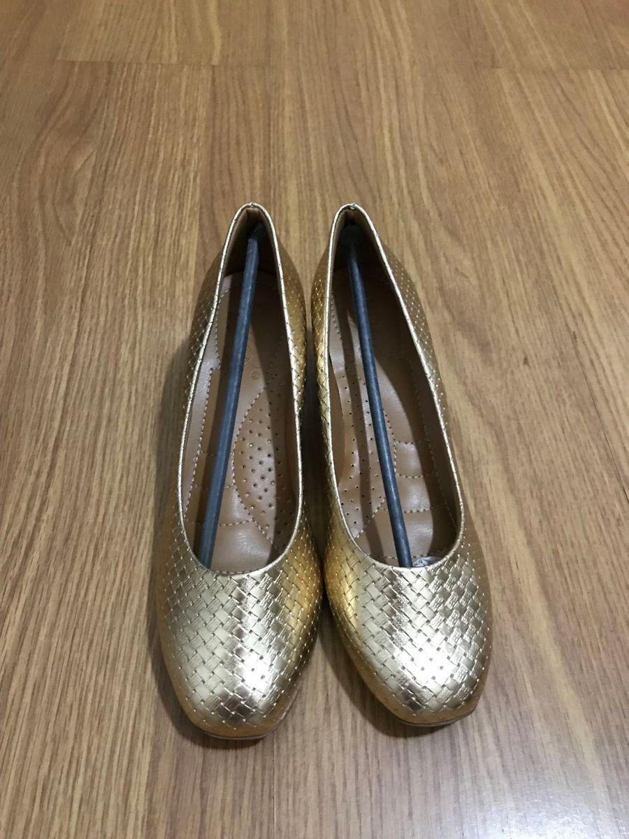 sapato dourado ortopédico - sapatos deyfer soft