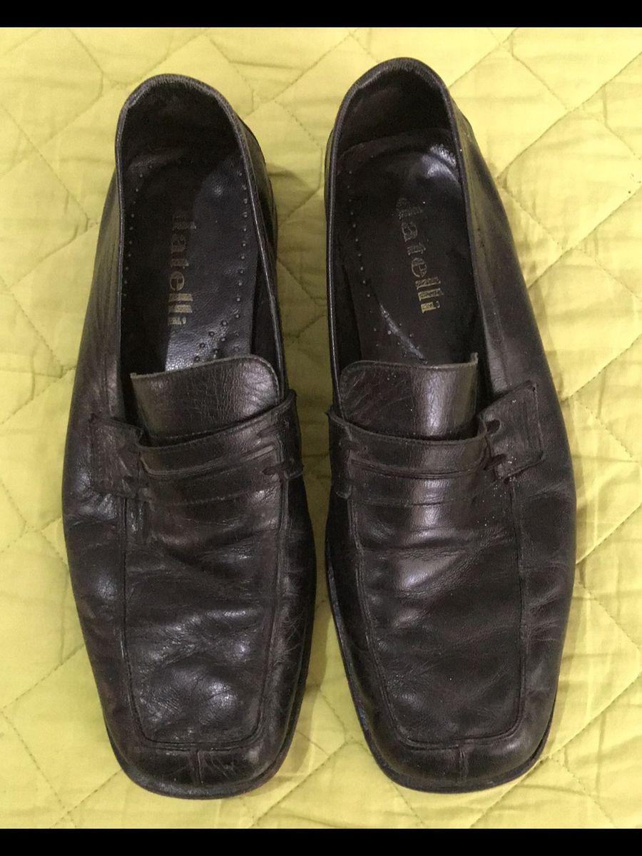 cf73d46ab5 sapato em couro preto - sapatos datelli.  Czm6ly9wag90b3muzw5qb2vplmnvbs5ici9wcm9kdwn0cy8xmdkwndy2mi9kyzmzzgewmtu2zjfmnda4odhlzwvinmriymm3zjm1yi5qcgc