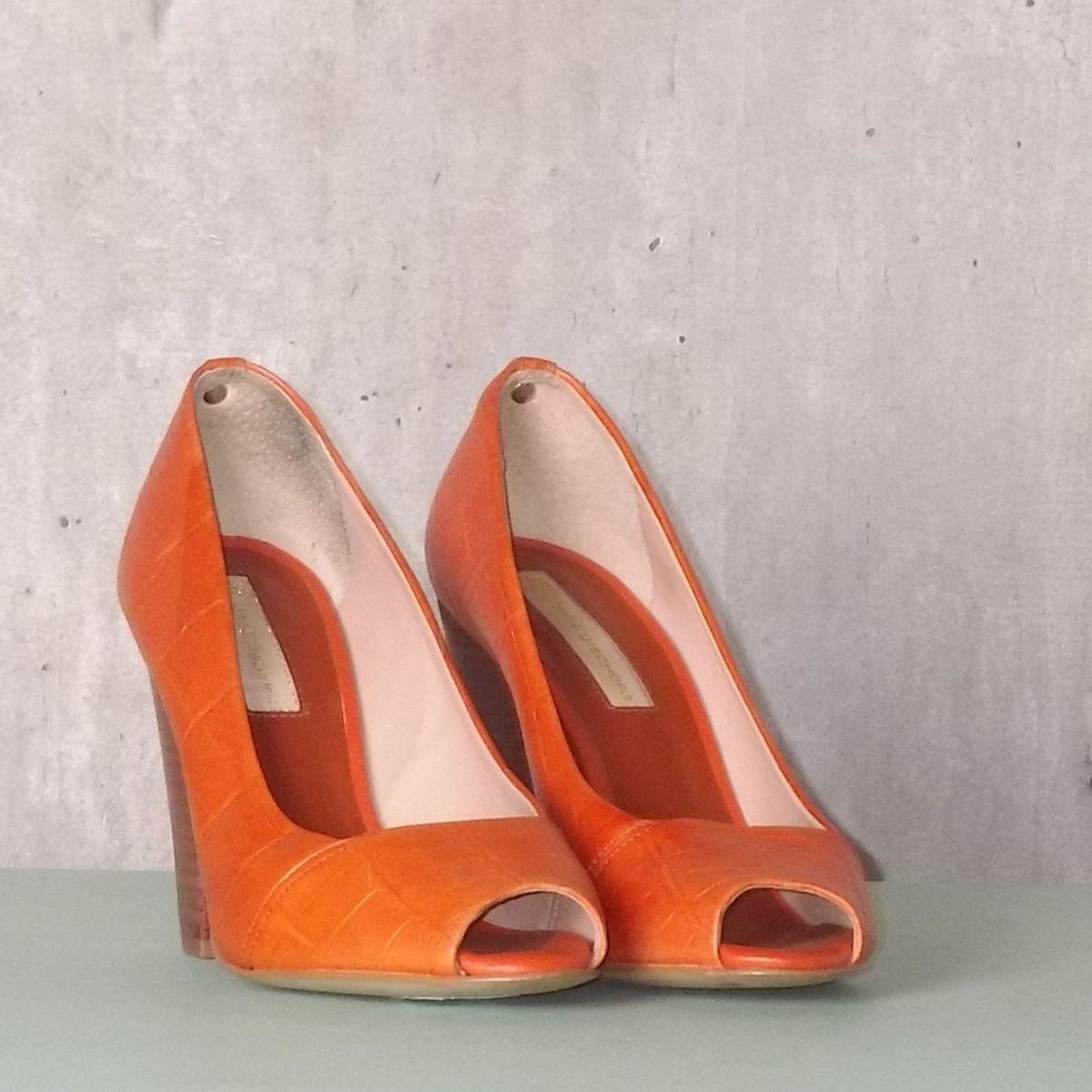 7a5171f716 Sapato Laranja de Salto