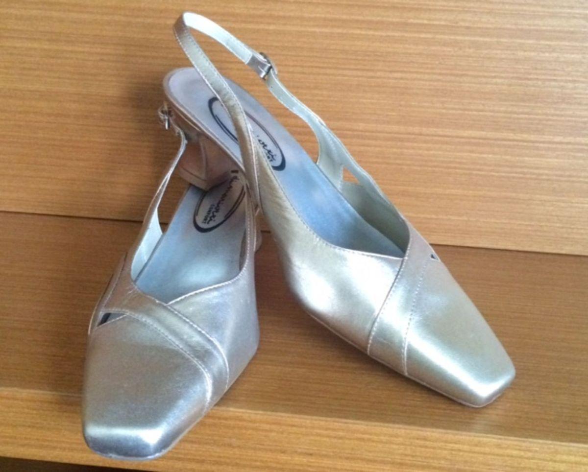 232188523 Sapato Pelica Chanel Prata Velho   Sapato Feminino Di Mariotti Usado ...
