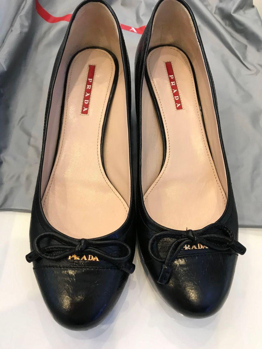 981061883 sapato prada - sapatos prada.  Czm6ly9wag90b3muzw5qb2vplmnvbs5ici9wcm9kdwn0cy81oda1nduvzmzhzwzhmzaznjhmytcwn2u4n2yxmzyyzjhknduzmzeuanbn