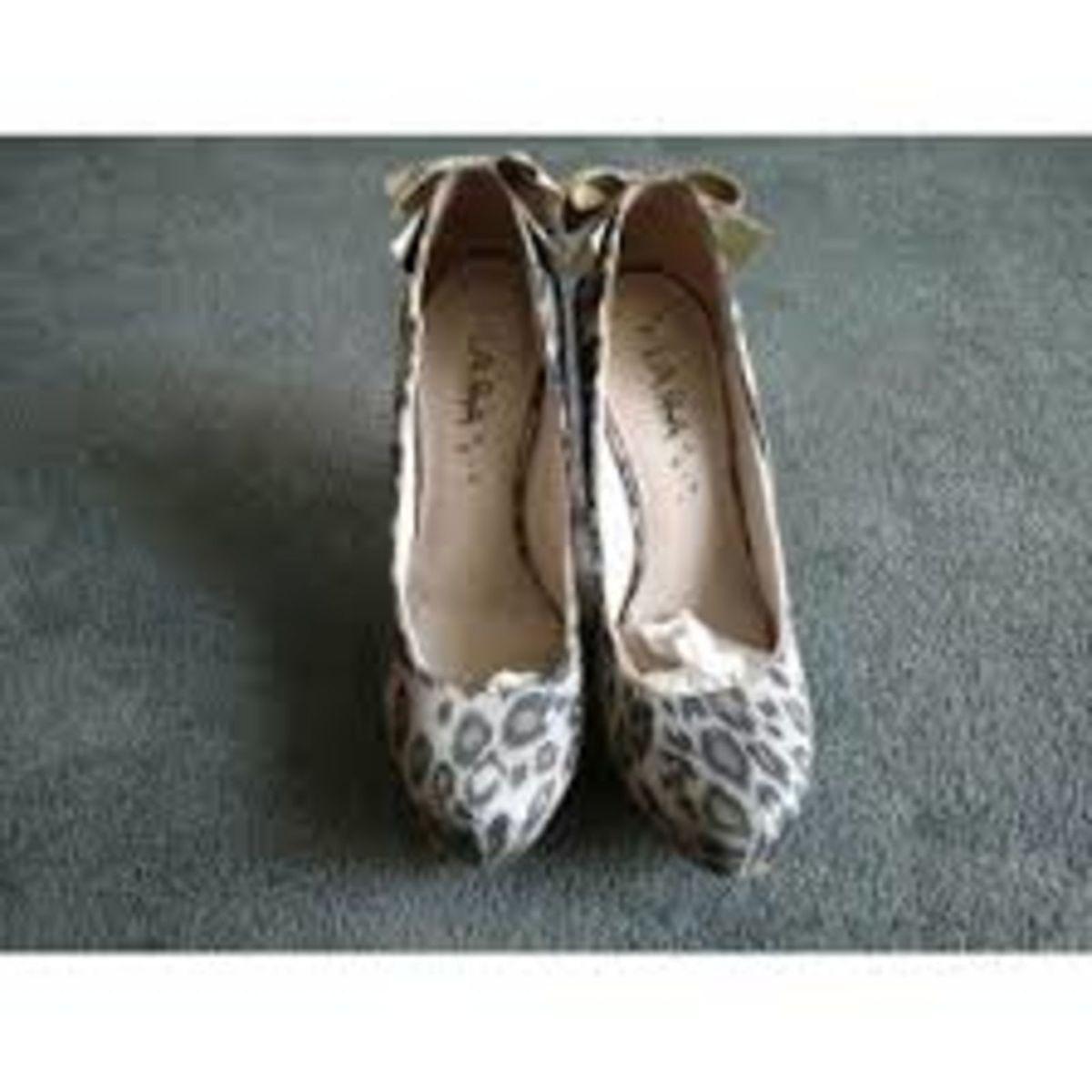 0d6a5fa46ac62 sapato scarpin lara costa meia pata onça marrom(brechó) - 37 - sapatos lara