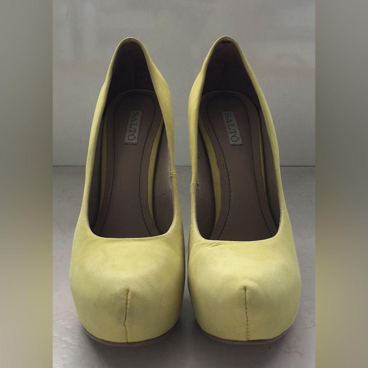 c8e5adf085 Scarpin Amarelo Saltô