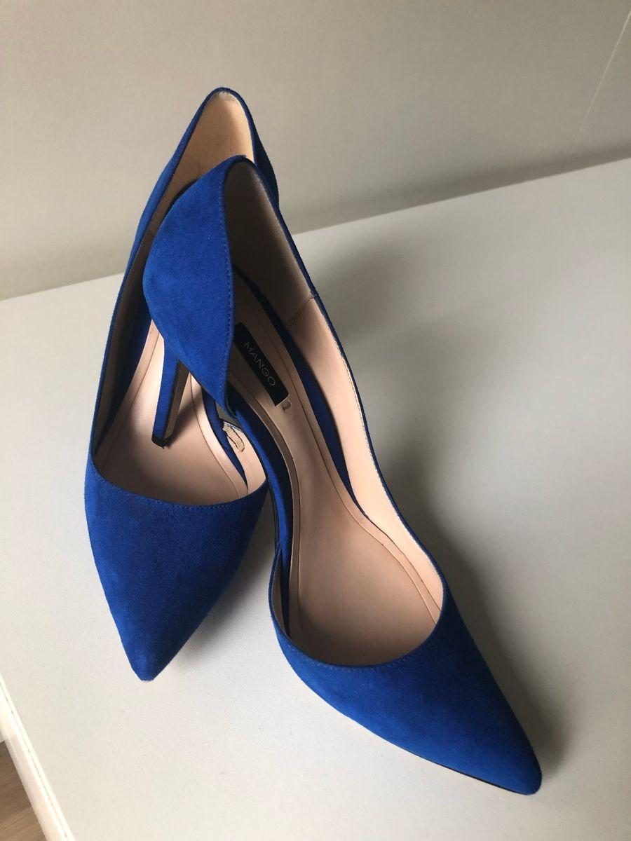 82babf8480 scarpin azul bic - sapatos mango.  Czm6ly9wag90b3muzw5qb2vplmnvbs5ici9wcm9kdwn0cy83nda3mjewlzk4njqxnte5mzexzmzkyzvhowvinwy4mzu2njm1mzcylmpwzw