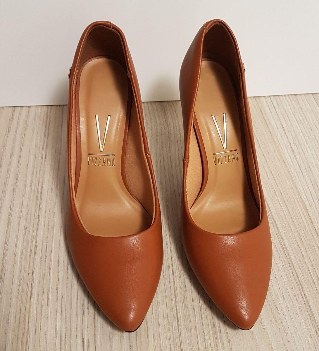0a84060437 scarpin caramelo alto bico redondo - sapatos vizzano