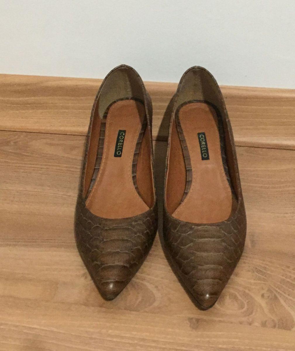 48ba7e8399 scarpin corello - sapatos corello.  Czm6ly9wag90b3muzw5qb2vplmnvbs5ici9wcm9kdwn0cy8zntk5mdivmdllyjq0yzy3ztewzmy1ytayntcwmwnkzde0zwq3yjguanbn  ...