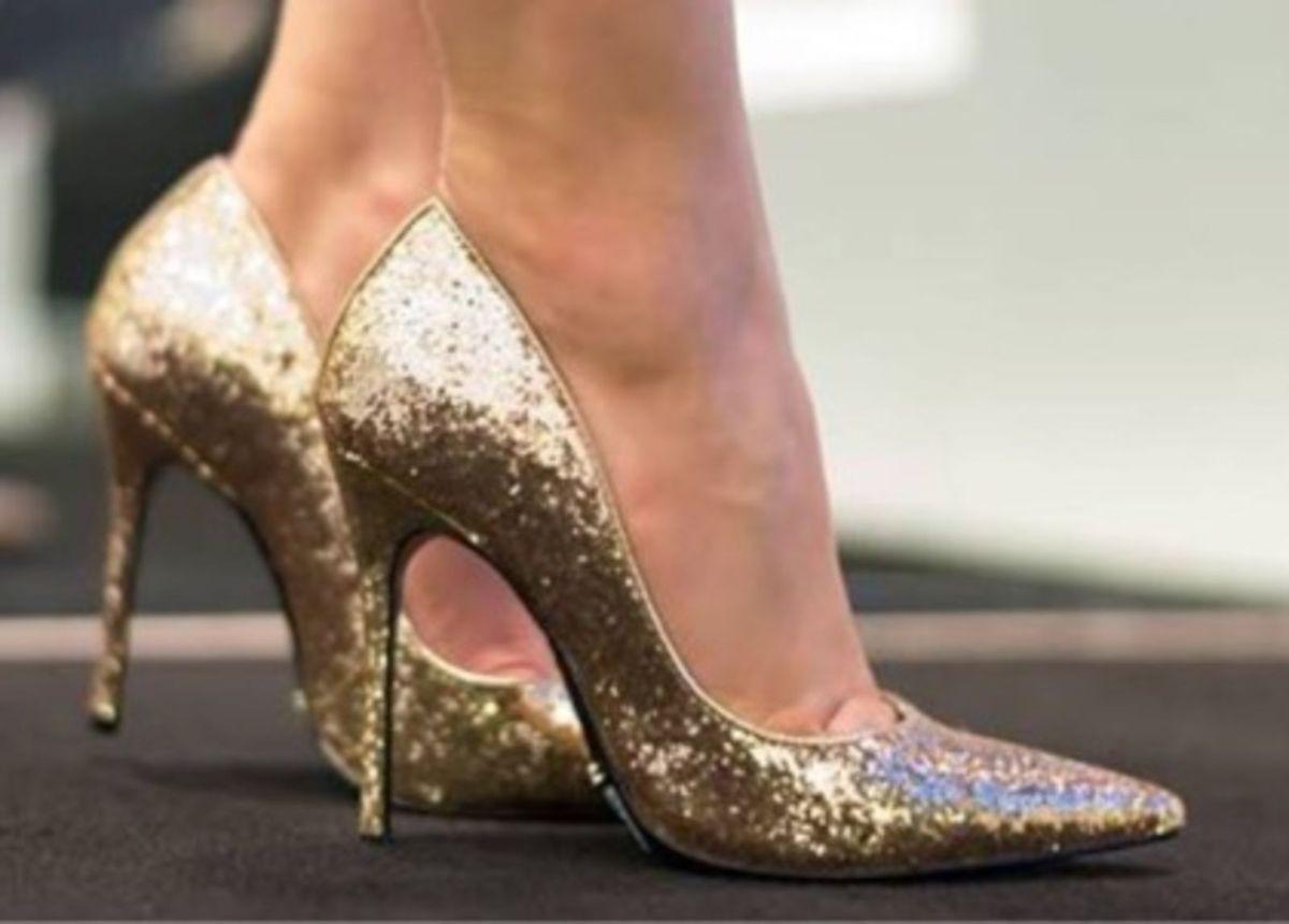 17b3ba838c7 scarpin de cinderela - sapatos schutz.  Czm6ly9wag90b3muzw5qb2vplmnvbs5ici9wcm9kdwn0cy8xmtqwmi85mtqznzy3mdlmzju0zdk1zmiwywziotfhm2q1zmewoc5qcgc  ...