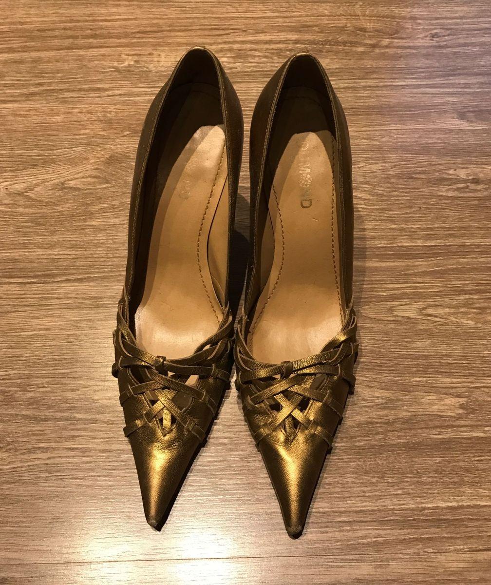 b630715352 scarpin dumond ouro velho - sapatos dumond.  Czm6ly9wag90b3muzw5qb2vplmnvbs5ici9wcm9kdwn0cy81ndk1nzuwlza2mdk0ymiwzgzhmtuzmdnknjlim2jmnty4nzy4mgqylmpwzw