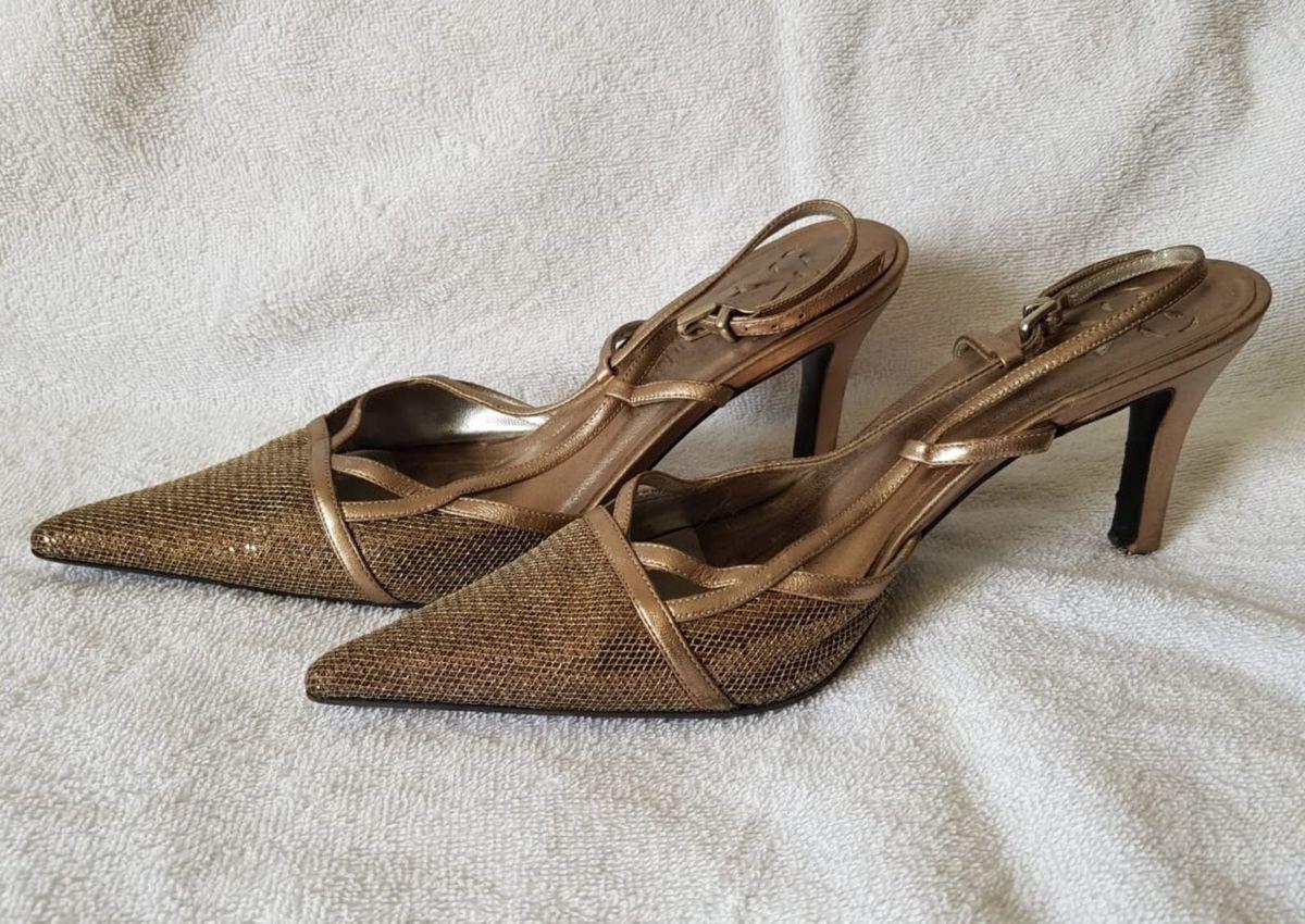 b3c76695b7 scarpin   escarpam ouro velho salto baixo - sapatos sem marca