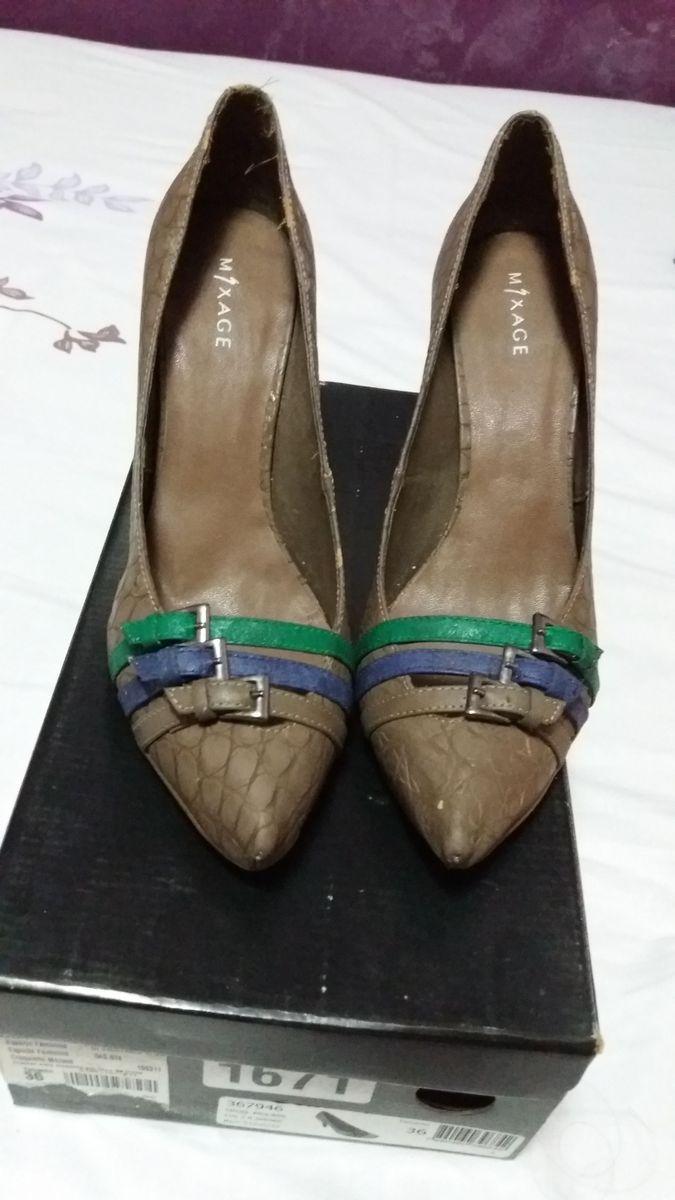 b510b4bd0 Scarpin Marrom com Detalhes Coloridos | Sapato Feminino Besni Usado ...