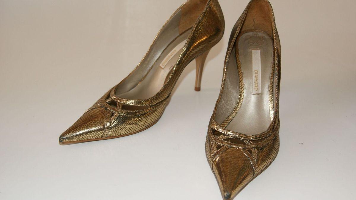88797b5b11 scarpin ouro velho lindo - sapatos dumond.  Czm6ly9wag90b3muzw5qb2vplmnvbs5ici9wcm9kdwn0cy81mju3nzgylzqwmtm3ytrjndc0zja0ztewztvkntixztmzm2zmnde0lmpwzw