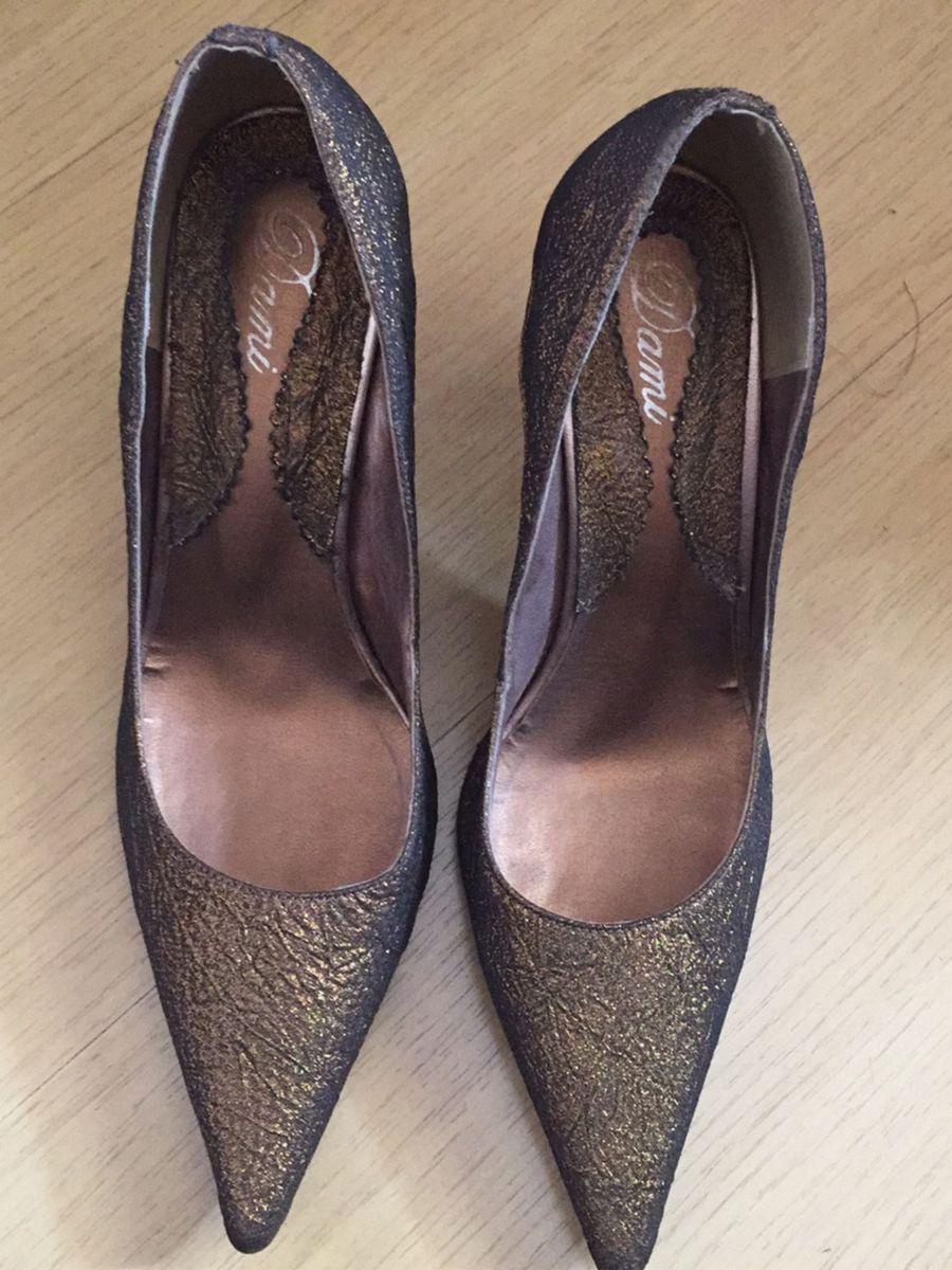 eeb5190798 scarpin ouro velho - sapatos dani.  Czm6ly9wag90b3muzw5qb2vplmnvbs5ici9wcm9kdwn0cy82mjg0mtc2lzuxn2u3mje0mzqynguzyjawzdu0zdu1zti1mtnhotbmlmpwzw