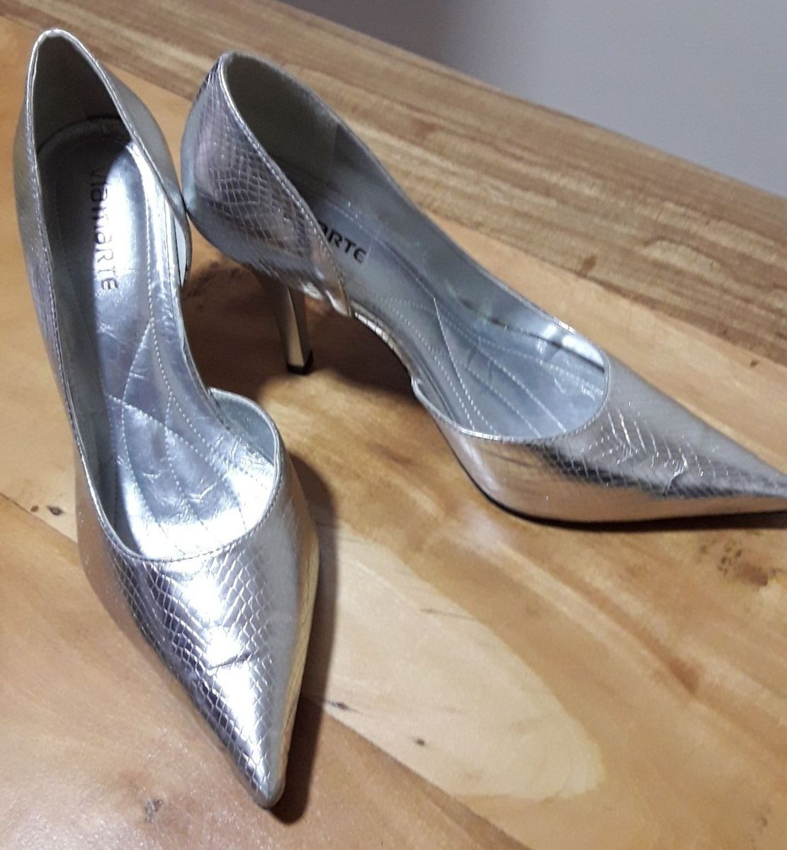 d528bebb1 scarpin prata - sapatos via marte.  Czm6ly9wag90b3muzw5qb2vplmnvbs5ici9wcm9kdwn0cy84ndq1nde1l2jhmzvkmmfimdcznziynmvjogy2ndnhndexoteyn2i3lmpwzw