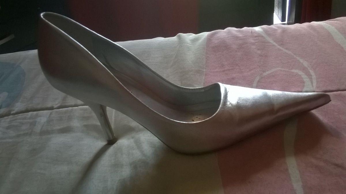 68dd5f8e26 scarpin prata - sapatos ramarim.  Czm6ly9wag90b3muzw5qb2vplmnvbs5ici9wcm9kdwn0cy85nde5otgvmmq3owy0zgjmmguxzmq0n2q3zgmxmdmxyjliodjhngmuanbn