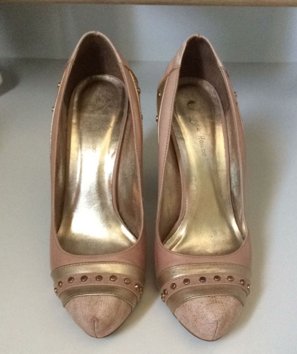 c85be6092b scarpin rosa e ouro velho - sapatos clock house.  Czm6ly9wag90b3muzw5qb2vplmnvbs5ici9wcm9kdwn0cy80oduzmjuxl2eyytyynzdhnzc2zdvjntdjzty0ytq0zdm3ztllytnjlmpwzw