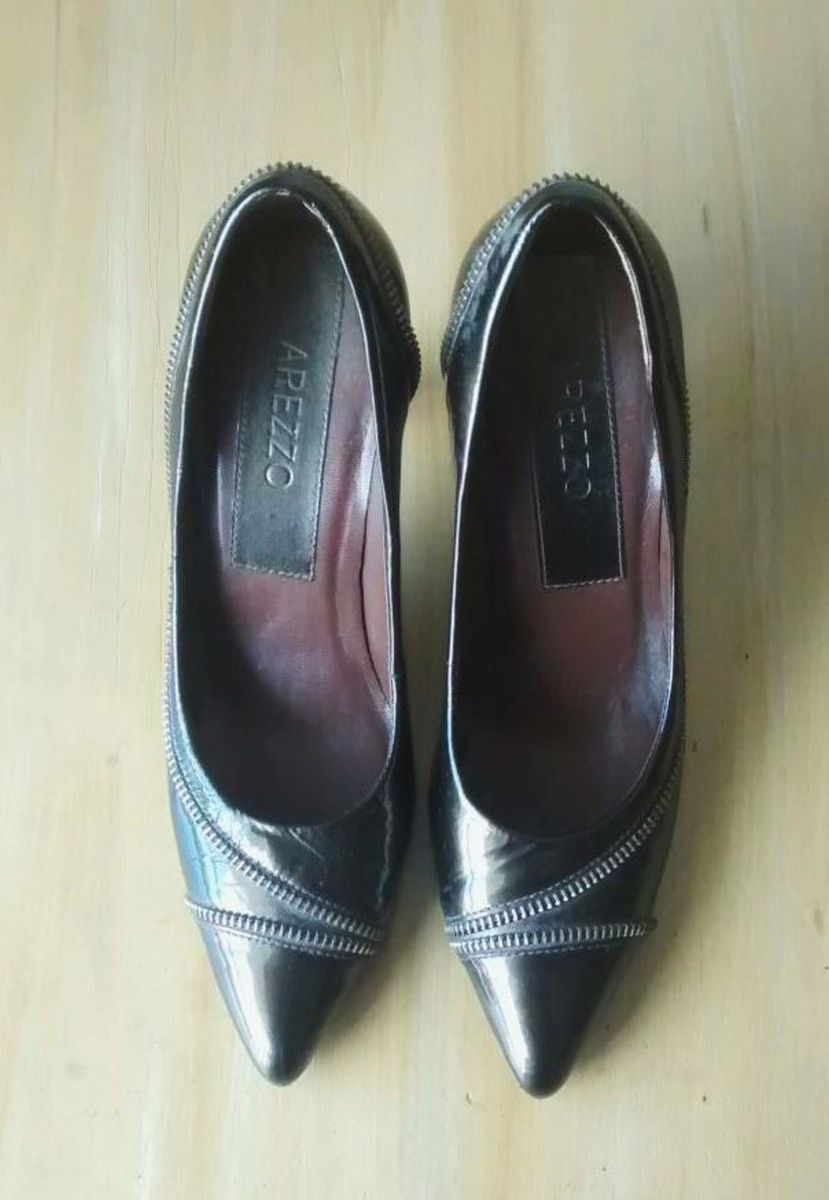 ac0caaaaf6 scarpin verde musgo - sapatos arezzo.  Czm6ly9wag90b3muzw5qb2vplmnvbs5ici9wcm9kdwn0cy8xmdk1ndyvzgrlmjnjn2ewzjq4zdq0ntbmy2iymmmyzje4ngiynjkuanbn