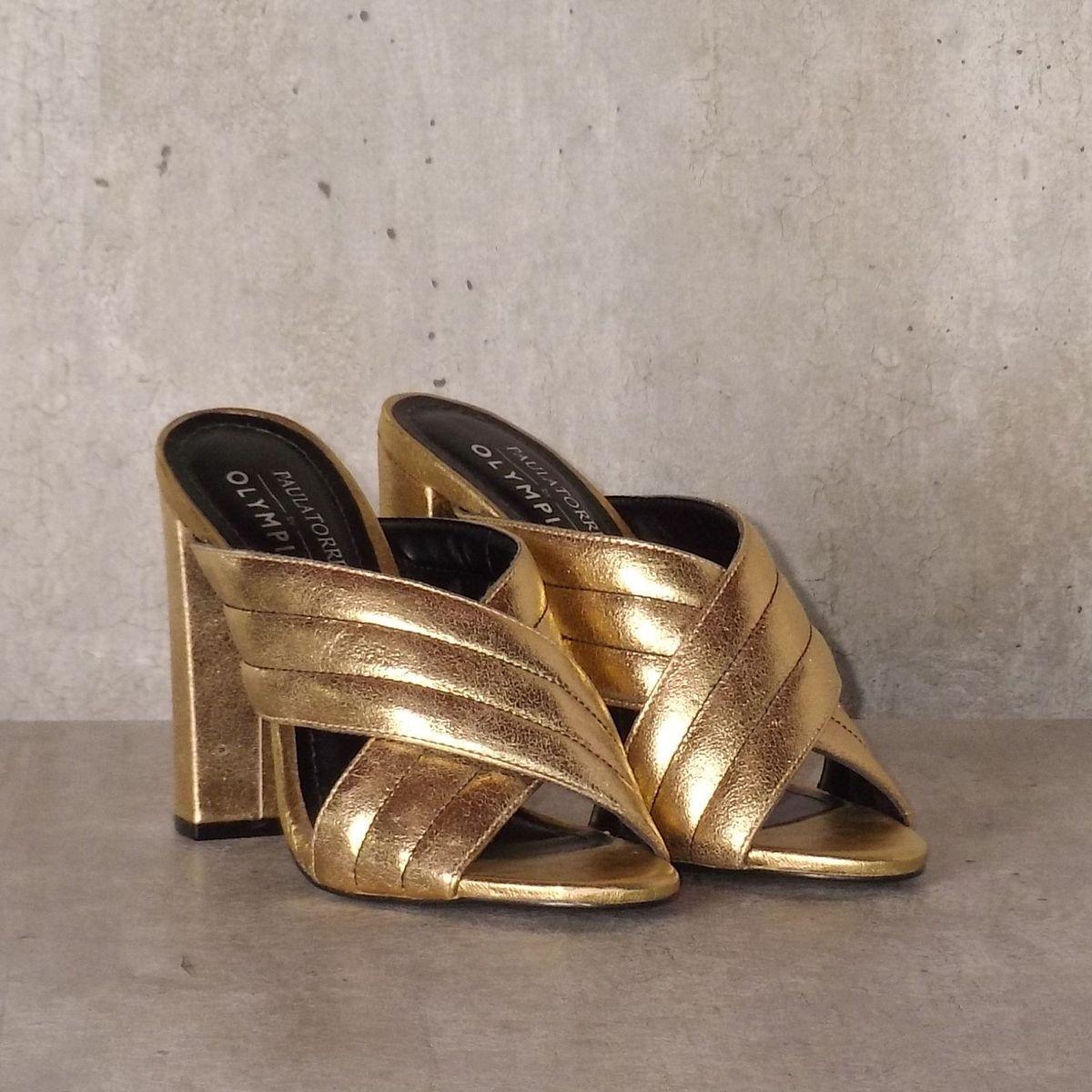 tamanco metalizado em dourado - sandálias paula torres