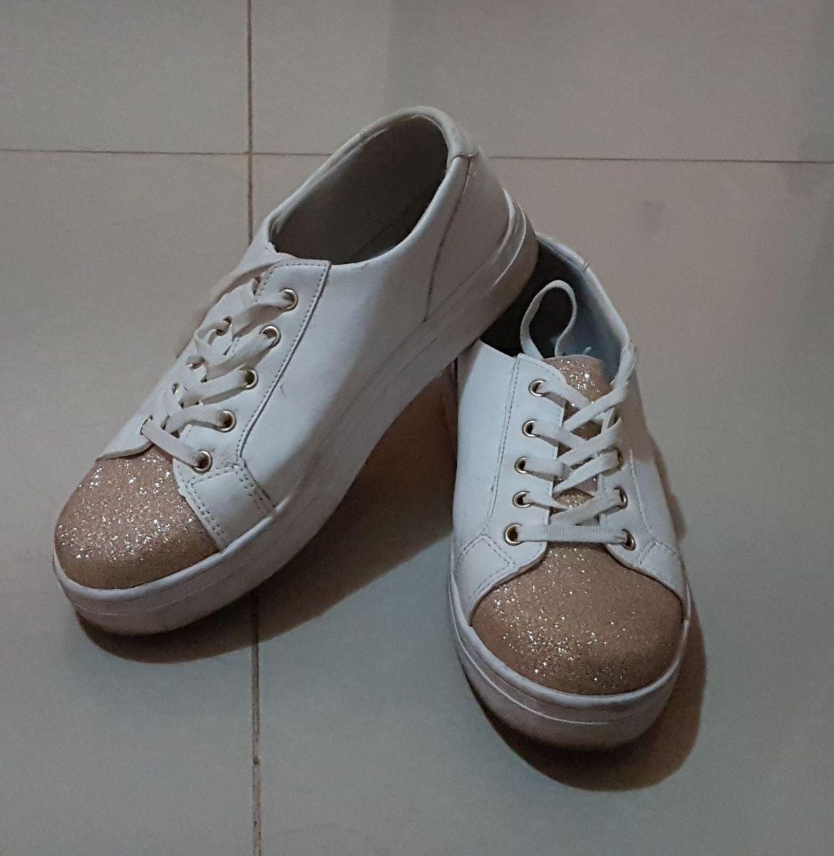 490c5f29f tênis branco com brilho - tênis polyelle.  Czm6ly9wag90b3muzw5qb2vplmnvbs5ici9wcm9kdwn0cy85mjmxntg0lzmyotgzymuzymzhoduxntvlmzmyyjkxotjhzwqxotmxlmpwzw