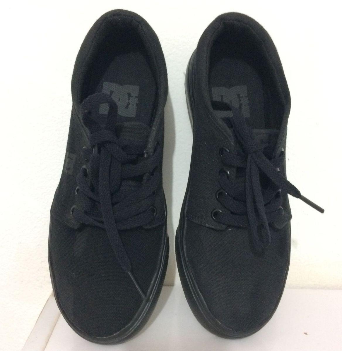 89e825cc2 tênis dc tonik preto - menino dc shoes.  Czm6ly9wag90b3muzw5qb2vplmnvbs5ici9wcm9kdwn0cy80ntgwmjy3lzmzzjc4nzixndcwogrhzdrlzjq5mzlkngnhnwmxzwy3lmpwzw