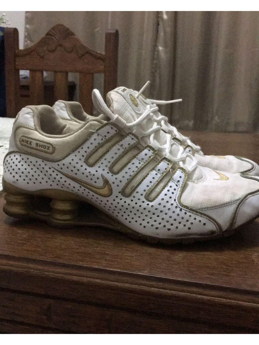 18b30724bf8 tênis nike shox original branco com dourado - tênis nike