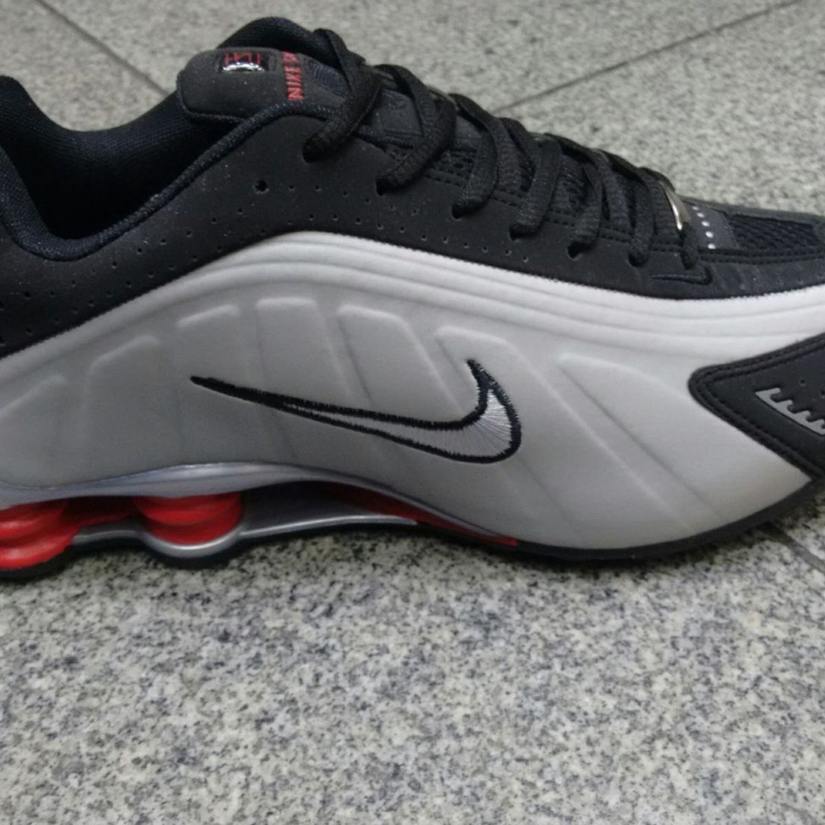 new product b25be 6ae72 Tenis Nike Shox R4 Original Preto vermelho Número 41   Tênis Masculino Nike  Nunca Usado 31652413   enjoei