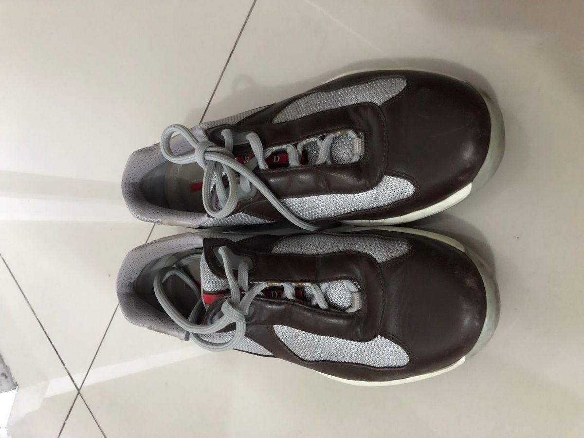 f9cf4a62610 tênis prata marrom e cinza - tênis prada.  Czm6ly9wag90b3muzw5qb2vplmnvbs5ici9wcm9kdwn0cy8zodkwotqvzjk5yje3ytrly2i0zjnhmzgymzu2nty5zdq1oda1nmmuanbn  ...