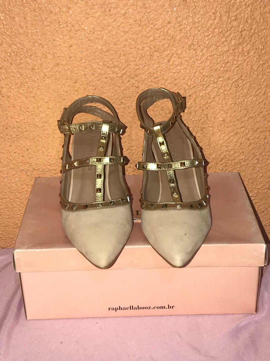 eb08d0dd2 valentino inspiração - sapatos raphaella-booz.  Czm6ly9wag90b3muzw5qb2vplmnvbs5ici9wcm9kdwn0cy81mzm1mdc5l2e0m2q3y2q1mmu2ogu1mjqzodfimjkwmdbkotzmodcxlmpwzw